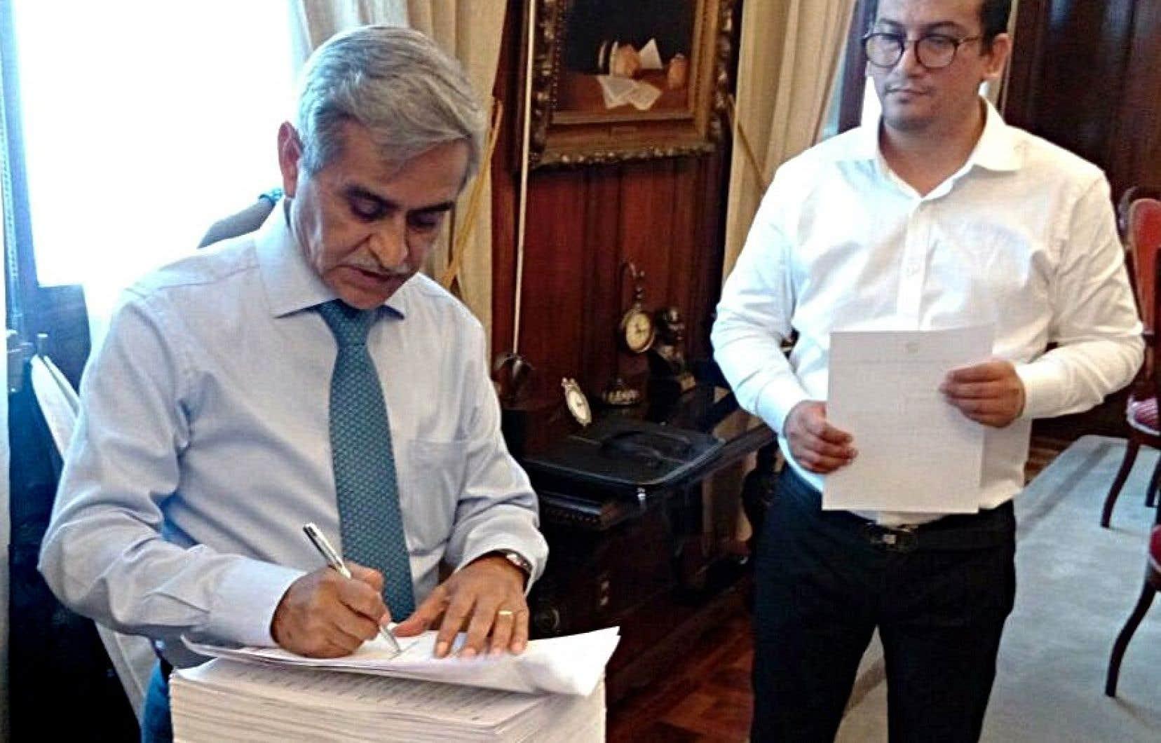 Le président déchu de la Cour suprême du Pérou, Duberli Rodriguez (à gauche), en mars dernier à Lima