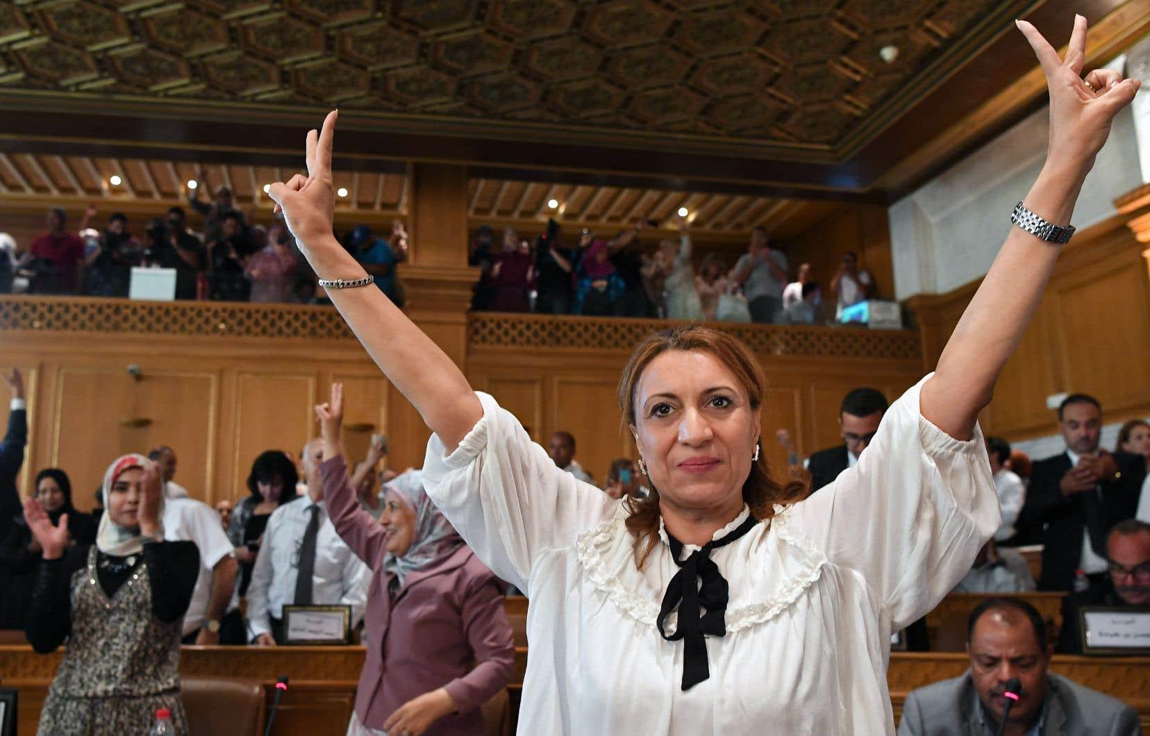Candidate du parti Ennahdha, Souad Abderrahim sera la première femme à diriger la capitale Tunis. Désormais, 20 % des maires du pays sont des mairesses.