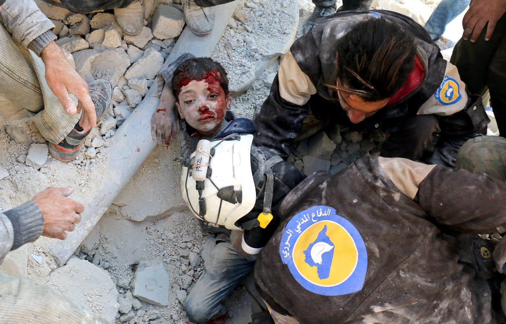 Les Casques blancs sont devenus célèbres pour leurs opérations de secours en Syrie, où le conflit a fait plus de 350000 morts et des dégâts considérables depuis 2011. Leur travail, très médiatisé, leur avait valu d'être considérés pour le prix Nobel de la paix en 2016.