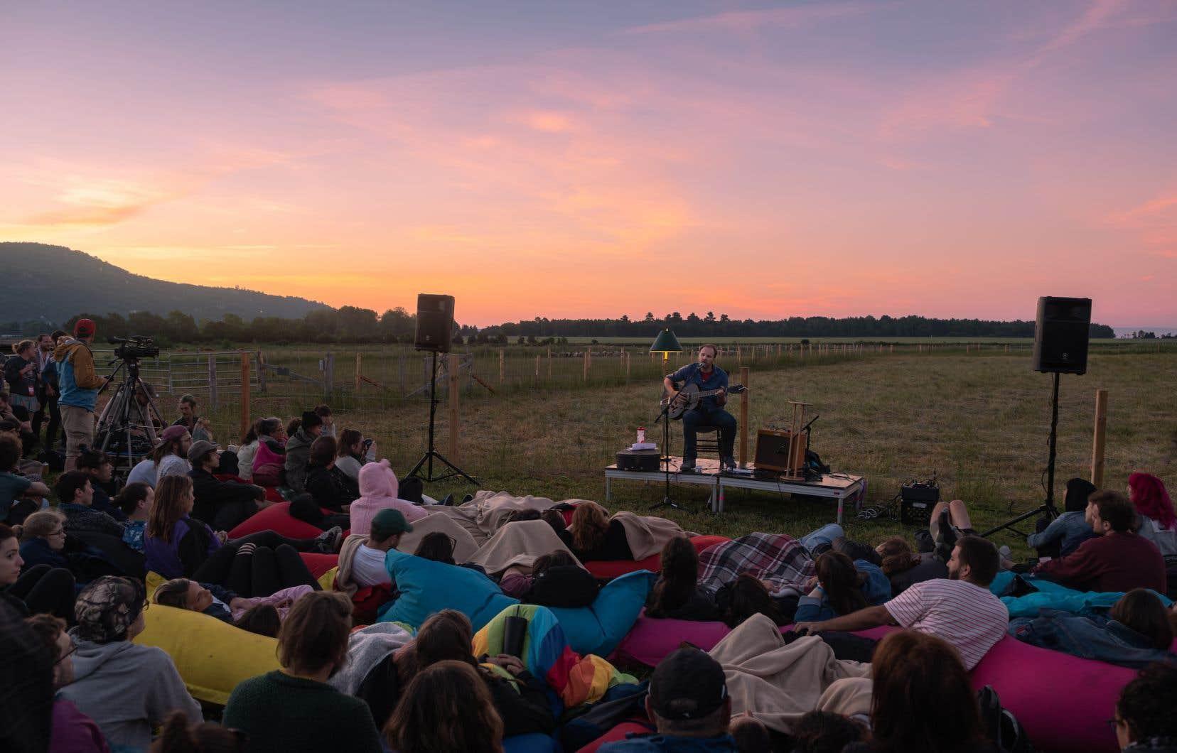 Stéphane Lafleur a offert une prestation au lever du soleil, dimanche matin.
