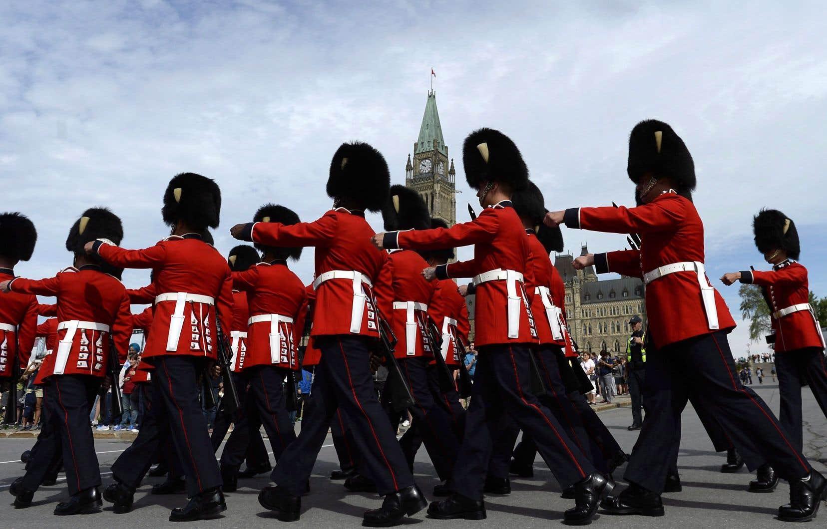L'incident s'est produit vers 10h15 lors de la cérémonie de relève de la garde de cérémonie.