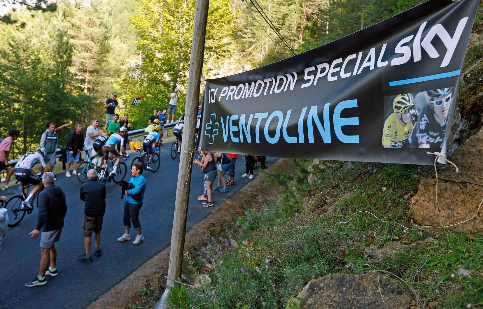 Des spectateurs du Tour de France accueillent les Britannique Chris Froome et Geraint Thomas en offrant du Ventoline à rabais à l'équipe Sky. Froome a fait l'objet d'allégations selon lesquelles il aurait consommé ce médicament pendant une des épreuve de la compétition.