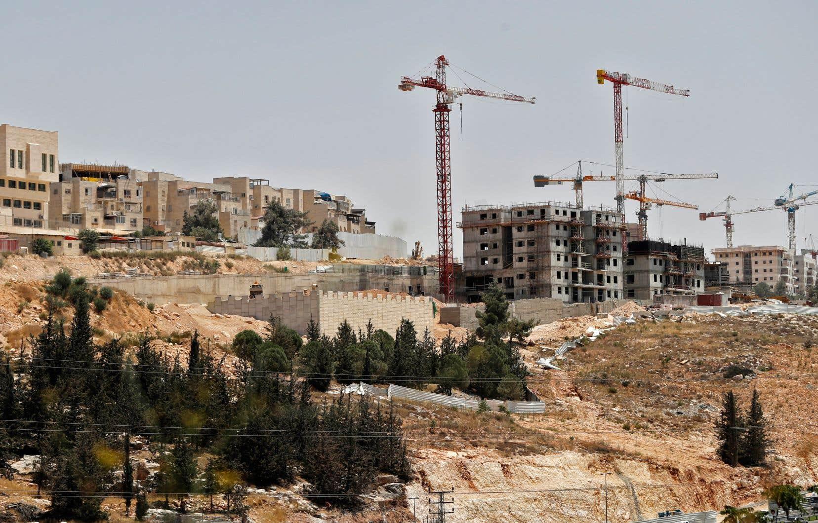 Chantier dans la colonie juive de Ramat Shlomo. La colonisation des territoires annexés n'a pratiquement jamais cessé, malgré les accords d'Oslo.