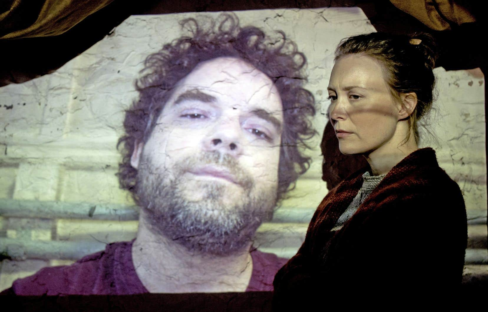 Les comédiens Pierre-Luc Brillant et Isabelle Blais dans une scène du film «Le nid».