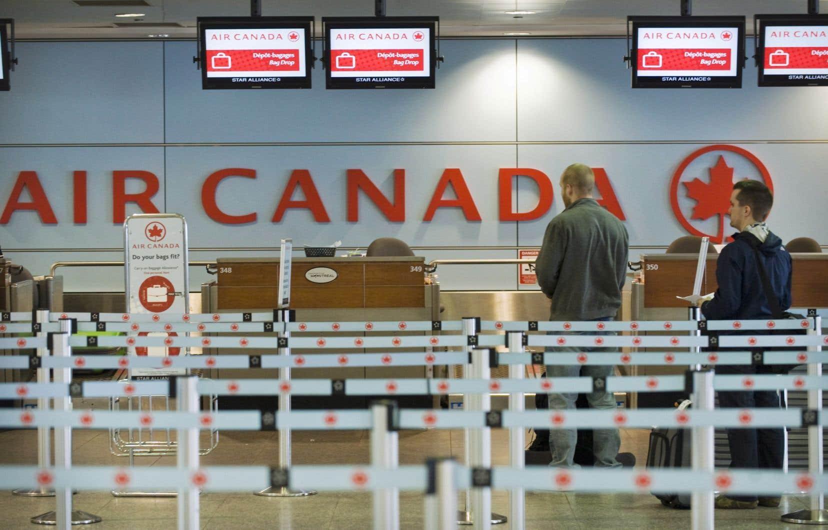 Un an après qu'Air Canada a annoncé son intention de rompre avec Aéroplan pour créer son propre programme, le transporteur et un consortium financier ont causé la surprise en annonçant une offre qui prévoit une composante en argent comptant de 250millions de même que la prise en charge d'une dette de 2milliards.