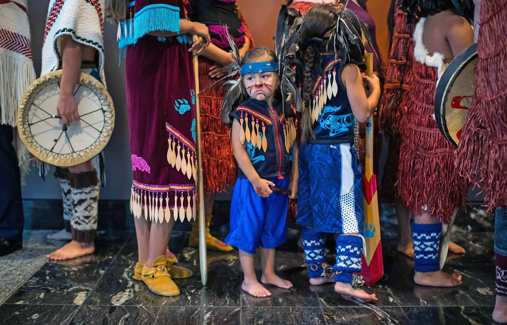 La petite Kheesul Seward participe à l'ouverture de l'Assemblée des Premières Nations, mardi, à Vancouver.