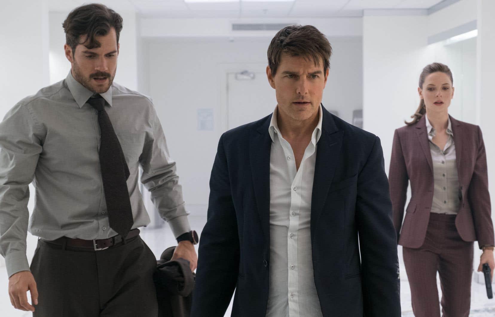 Tom Cruise, roi de la cascade, demeure placide autant dans les scènes d'émotion que dans celles où son personnage séduit nombre de jeunes femmes.