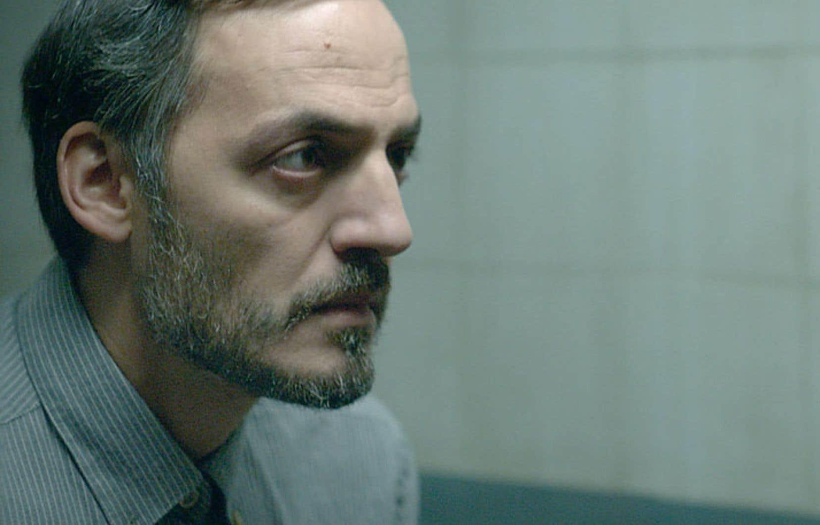 La surprise cède peu à peu la place au soupçon, car David (Fabrizio Rongione), amateur de course à pied, change de statut: de témoin, il devient le principal suspect, mais prêt à tout pour défendre son innocence.