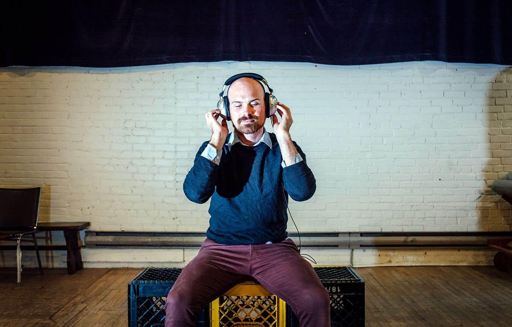 La pièce que Jon Lachlan Stewart teste au ZH Festival est présentée dans la langue de Tremblay, malgré son titre, «Trying to Listen While not Giving a Fuck».