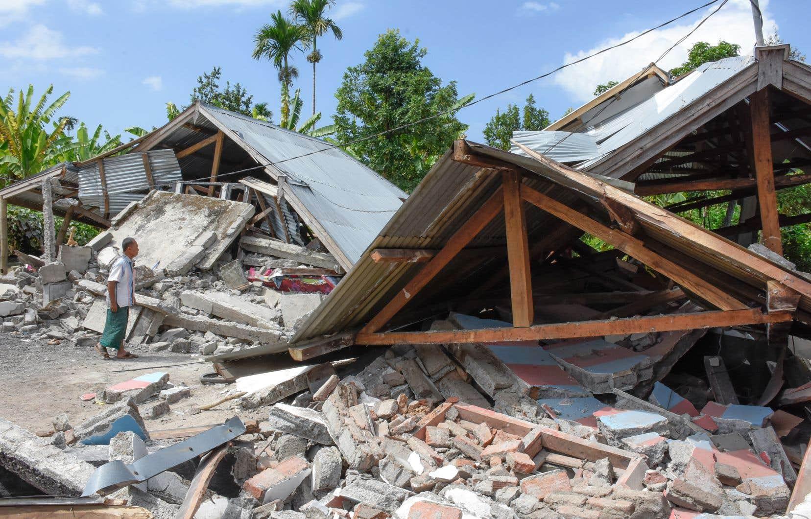 Au moins 16 personnes ont été tuées et des centaines de maisons détruites par le tremblement de terre de magnitude 6,4.