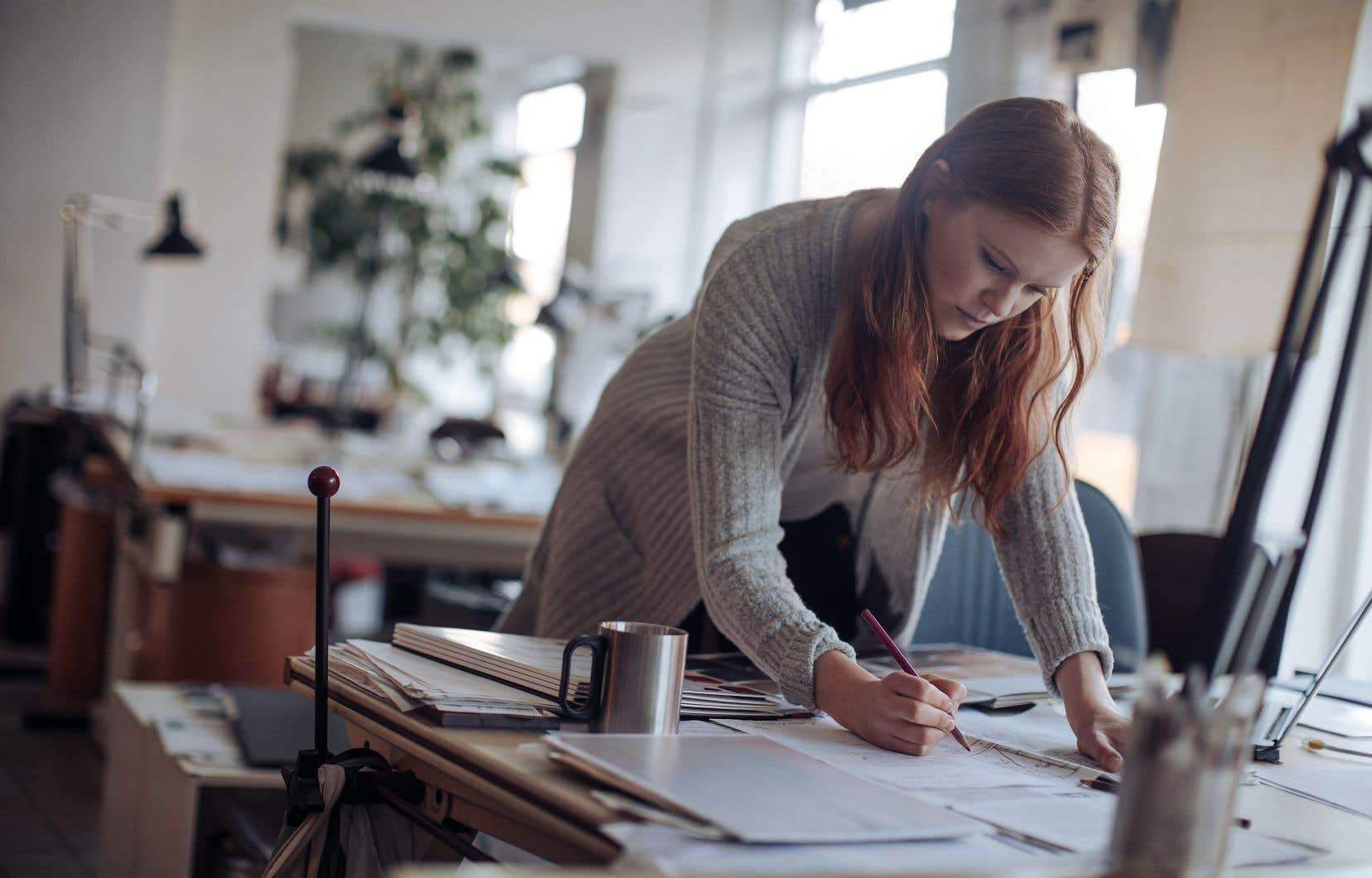 53% des millénariaux ont dit travailler de façon contractuelle ou temporaire pour gagner un revenu d'appoint, révèle le sondage réalisé par BMO Gestion financière.
