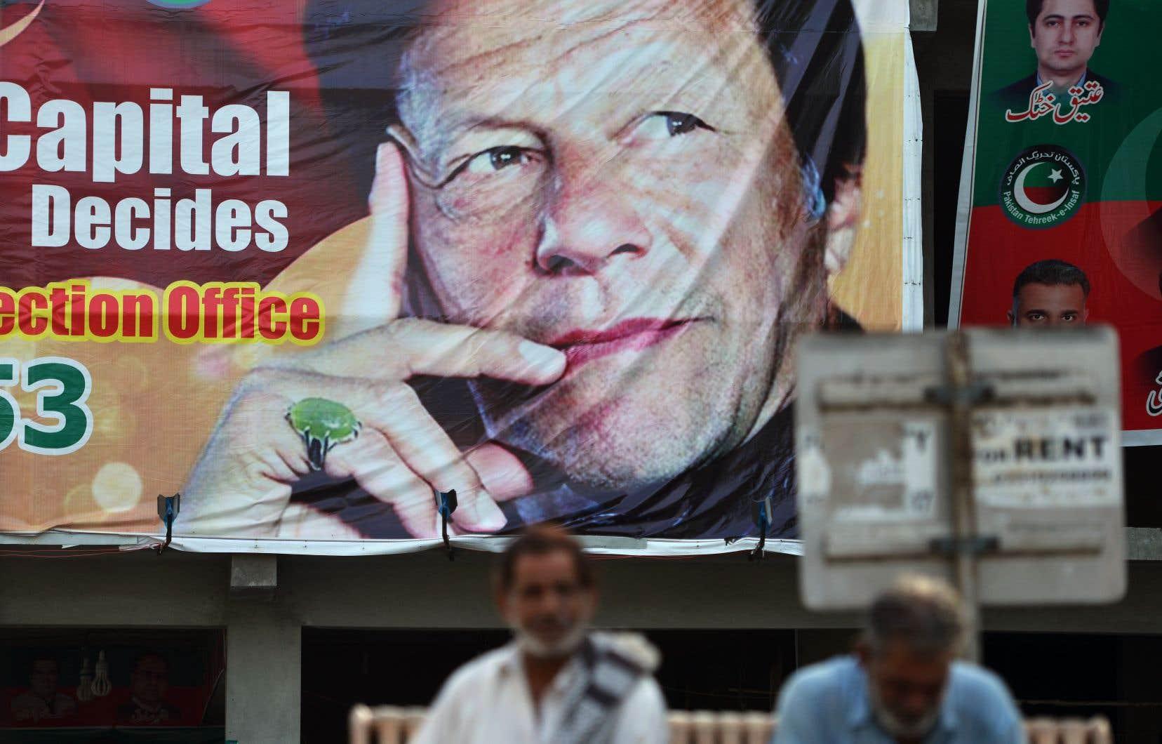 «Lorsque [Imran Khan] tentera d'exercer le pouvoir, cela conviendra-t-il à l'armée ou y aura-t-il un conflit?» s'interroge l'analyste et général à la retraite Talat Masood.