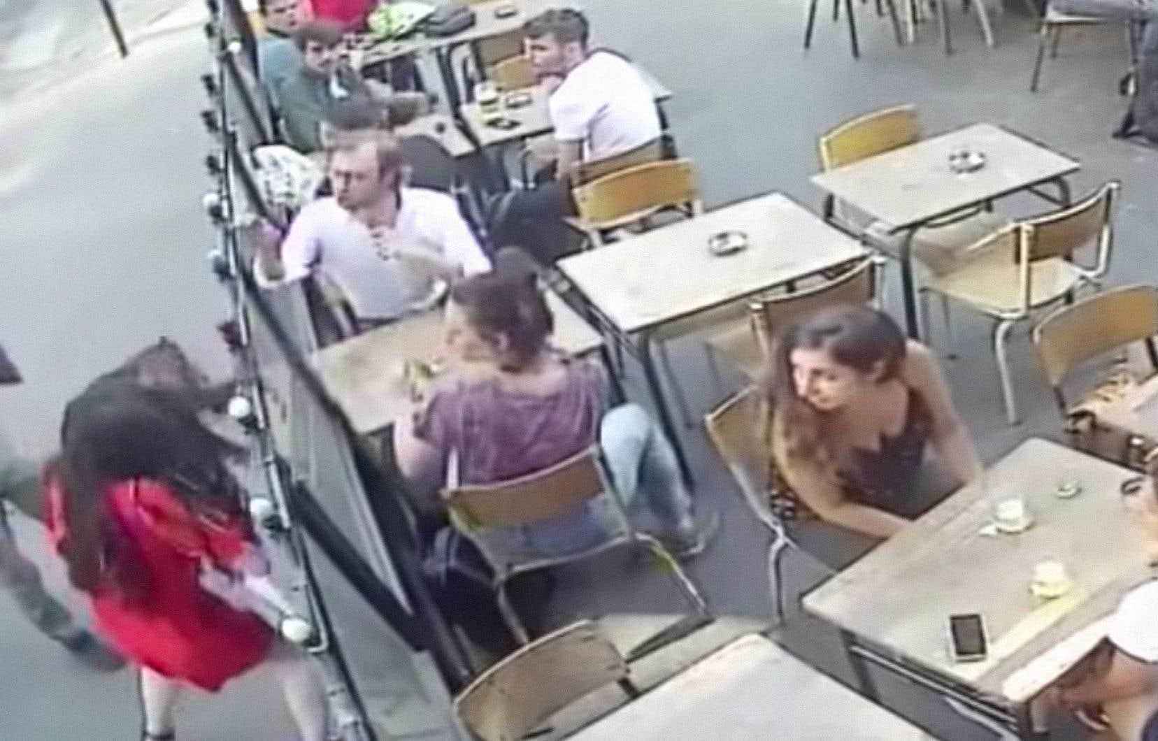 Marie Laguerre (à gauche) a publié la vidéo de son agression sur compte Facebook.