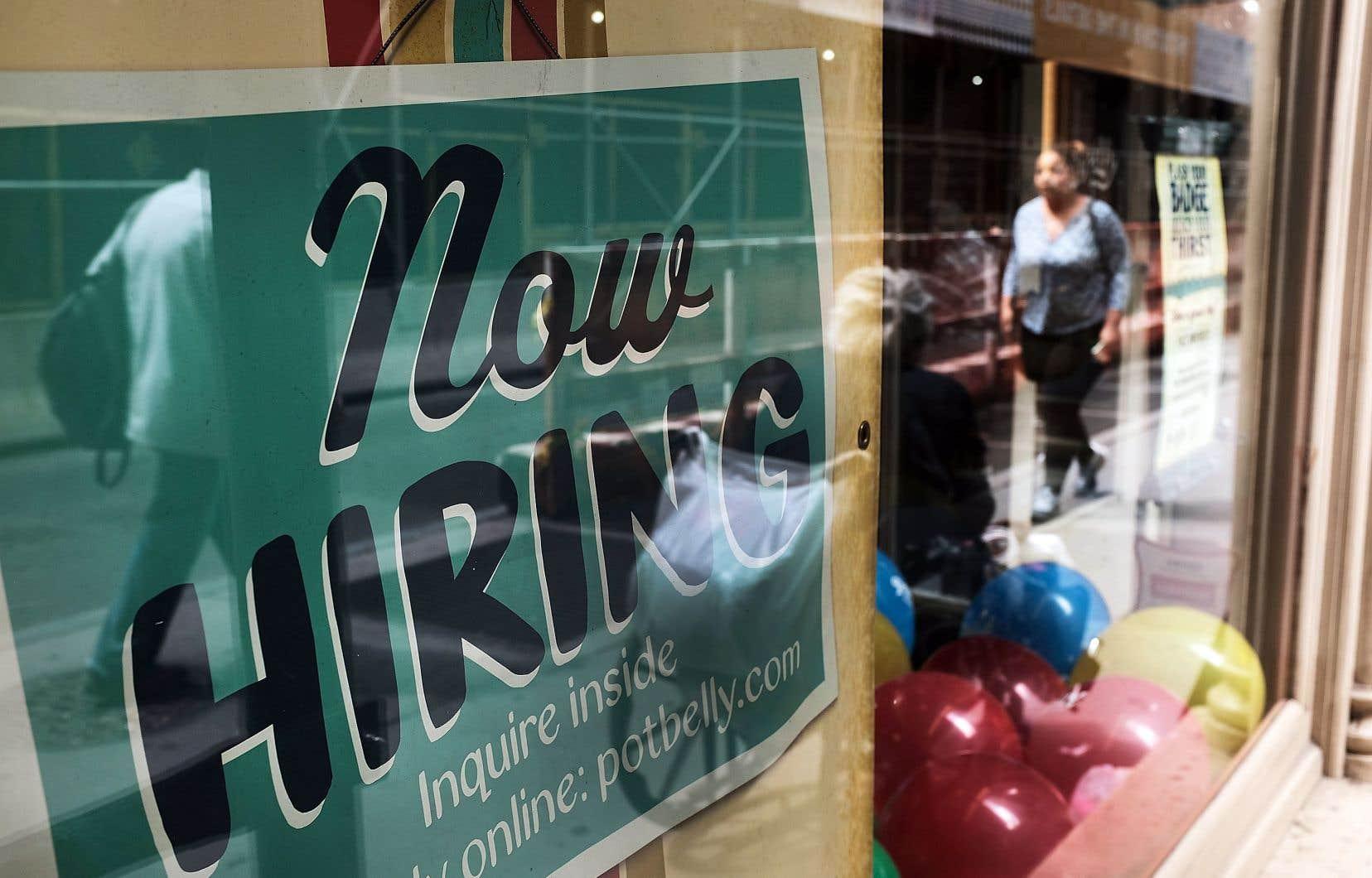 Le taux de chômage est de 4% aux États-Unis actuellement, au plus bas depuis 17ans, alimentant la tendance haussière des salaires.<br />
