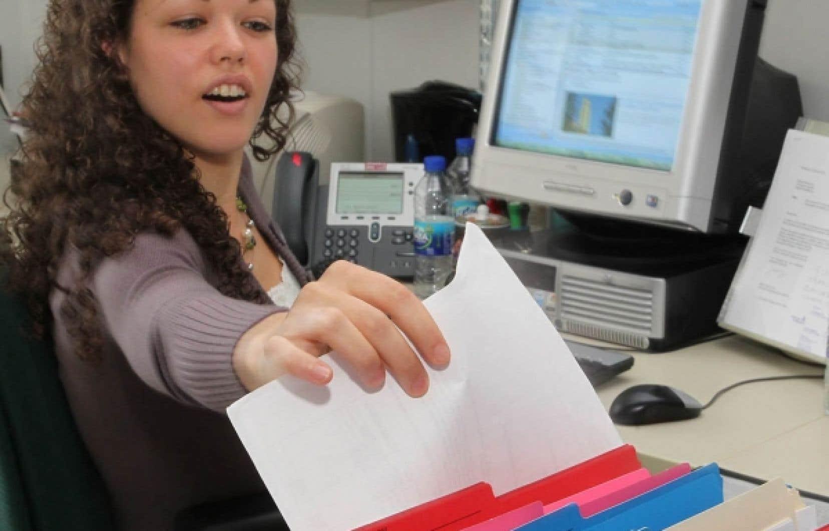Éliane Dusablon, technicienne en travail de bureau au Département de chirurgie de la Faculté de médecine de l'Université de Montréal, considère son travail comme un milieu «stimulant et valorisant», où la débrouillardise est de rigueur.