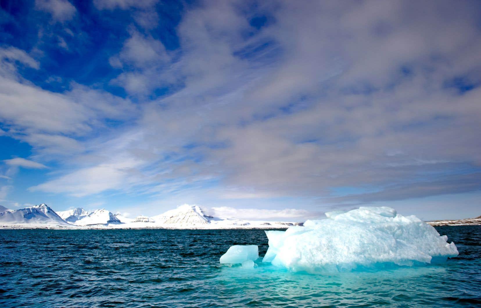 L'Arctique n'a pas connu de températures aussi anormalement élevées de l'air et de la surface de l'eau depuis 2000 ans, notent les auteurs du rapport.