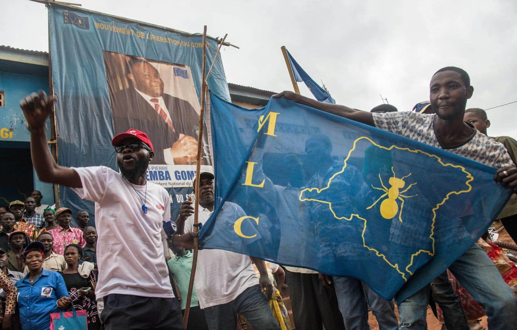 Une foule a salué mercredi le retour à Kinshasa de l'ex-chef de guerre et ancien vice-président Jean-Pierre Bemba.