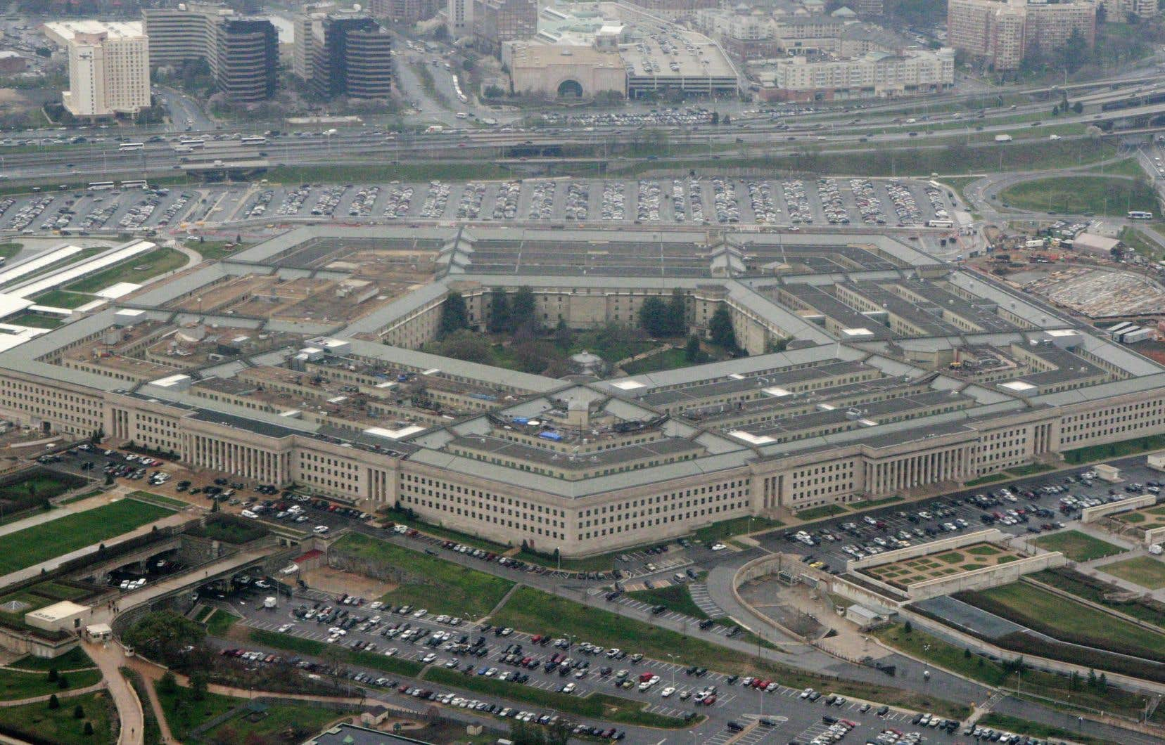 Le Pentagone se voit octroyer 716,4 milliards de dollars américains.