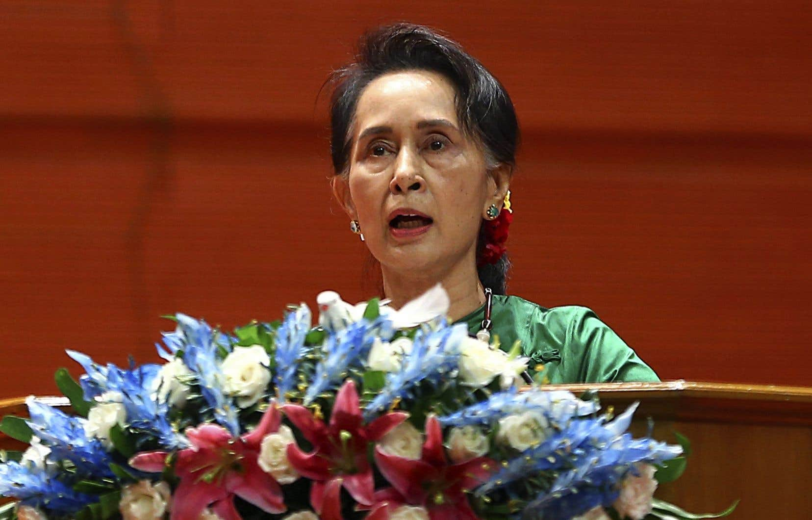 Les critiques d'Aung San Suu Kyi lui reprochent d'avoir fermé les yeux sur les violences commises par l'armée birmane contre la minorité musulmane rohingya.