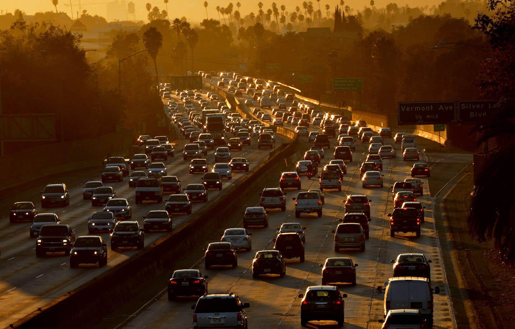 Le gouvernement Trump a suspendu les normes de pollution contraignantes pour les voitures particulières, une décision jugée «stupide» par la Californie.