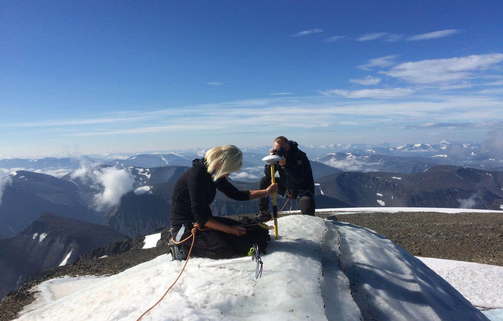 <p>Gunhild Ninis Rosqvist, professeur de géographie à l'université de Stockholm,a pu mesurer la hauteur du sommet plusieurs années durant dans le cadre d'un projet de recherche sur le réchauffement climatique.</p>
