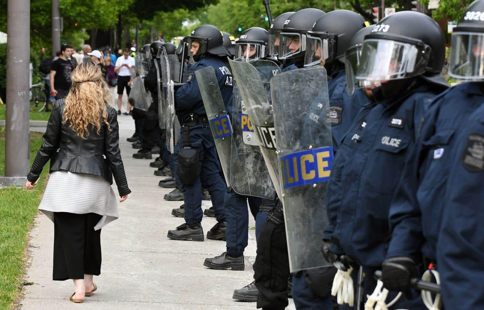 La présence policière lors du sommet du G7 a été excessive, selon un comité de surveillance mis sur pied par le ministre de la Sécurité publique.