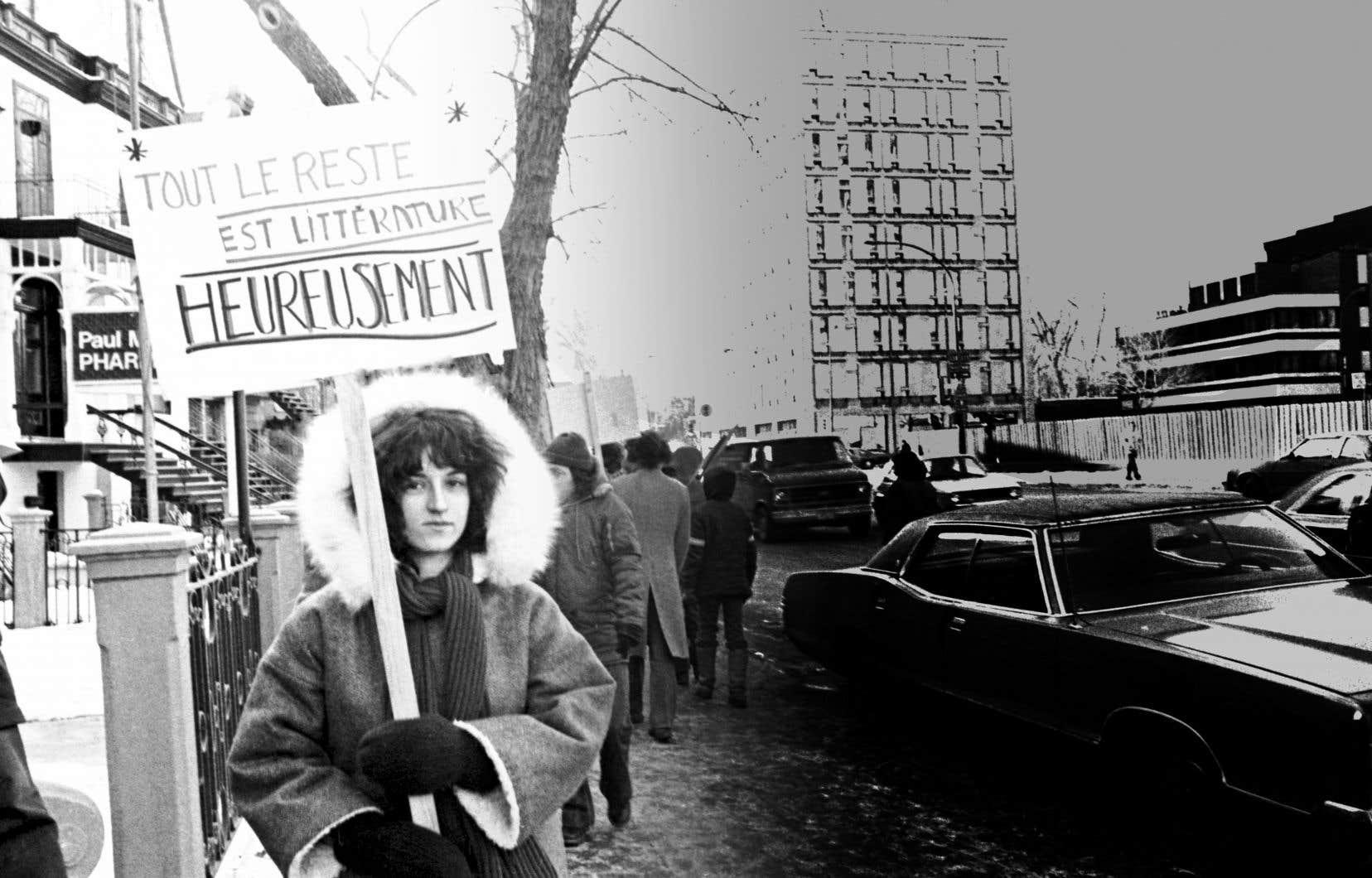Le 31janvier 1980, rue Sherbrooke, Louise Anaouïl, alors jeune auteure, brandit sa pancarte pour dénoncer le mépris des éditeurs de livres.