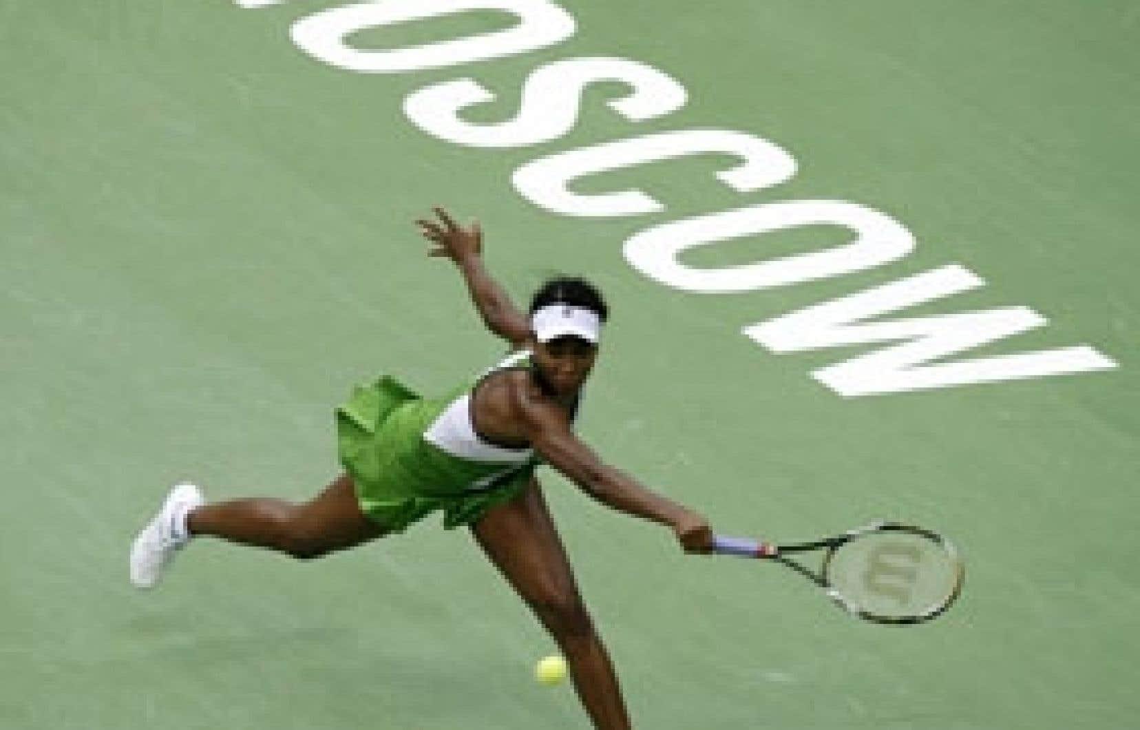 Venus Williams s'est inclinée dès son entrée en lice contre l'Italienne Flavia Penetta en trois manches, hier à Moscou.