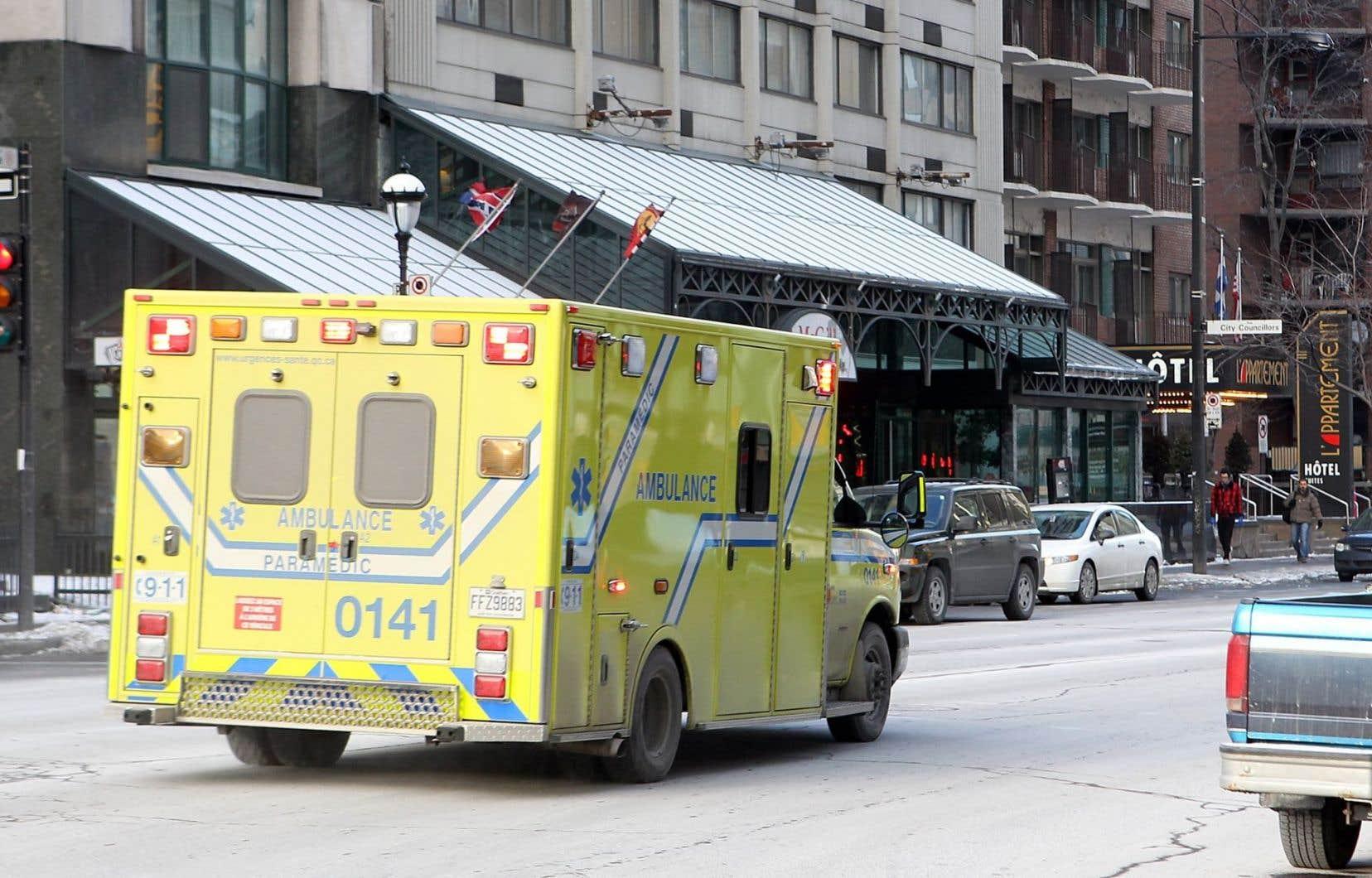 Des jeunes ambulanciers finissants ne peuvent accéder au marché du travail parce que l'examen donnant le droit à l'exercice de la profession a été reporté à une date indéterminée à l'automne.