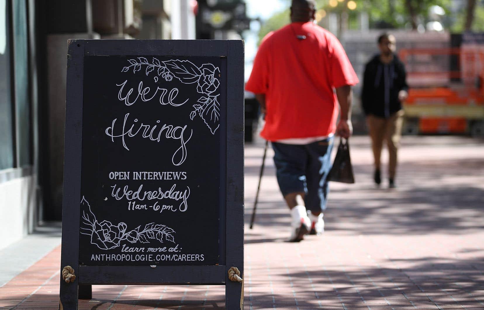 Le taux de chômage aux États-Unis a légèrement baissé en juillet, à 3,9%, après 4% en juin, a indiqué le ministère du Travail vendredi.