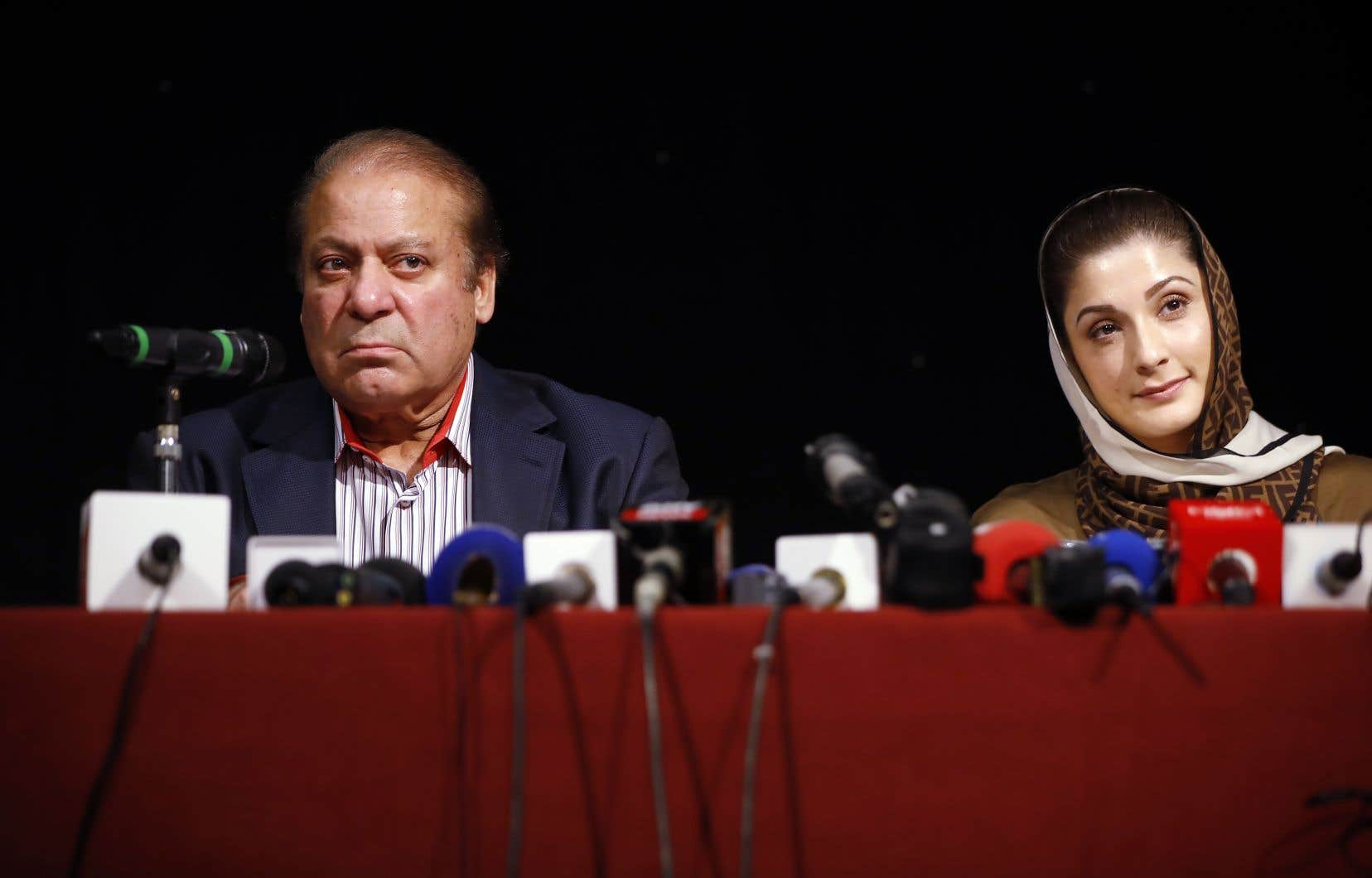 En 2016, les documents de preuve remis par Nawaz Sharif, alors premier ministre du Pakistan, et sa fille Maryam pour se disculper d'une affaire de corruption, prétendument signés en février 2006, étaient rédigés en Calibri alors que cette police n'a fait son apparition qu'en 2007, ce qui laisse croire que les documents ont été contrefaits.