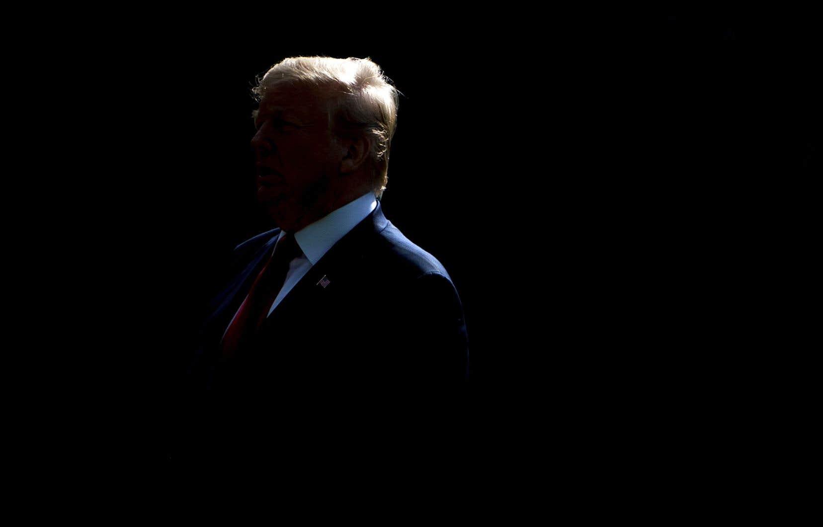 «Quiconque fait des affaires avec l'Iran ne fera PAS d'affaires avec les États-Unis. Je demande la PAIX MONDIALE, rien de moins», a «tweeté» Donald Trump.