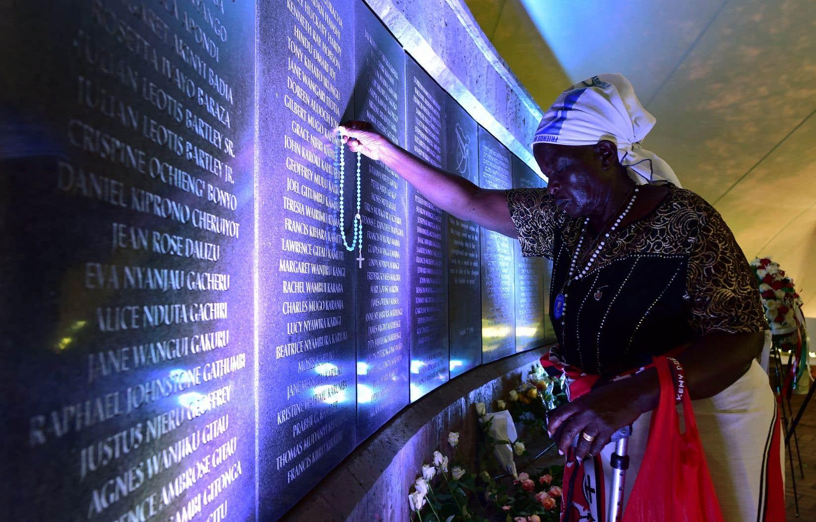 À Nairobi, une cérémonie sobre et émouvante a réuni familles de victimes, survivants et officiels au parc du mémorial de l'attentat.