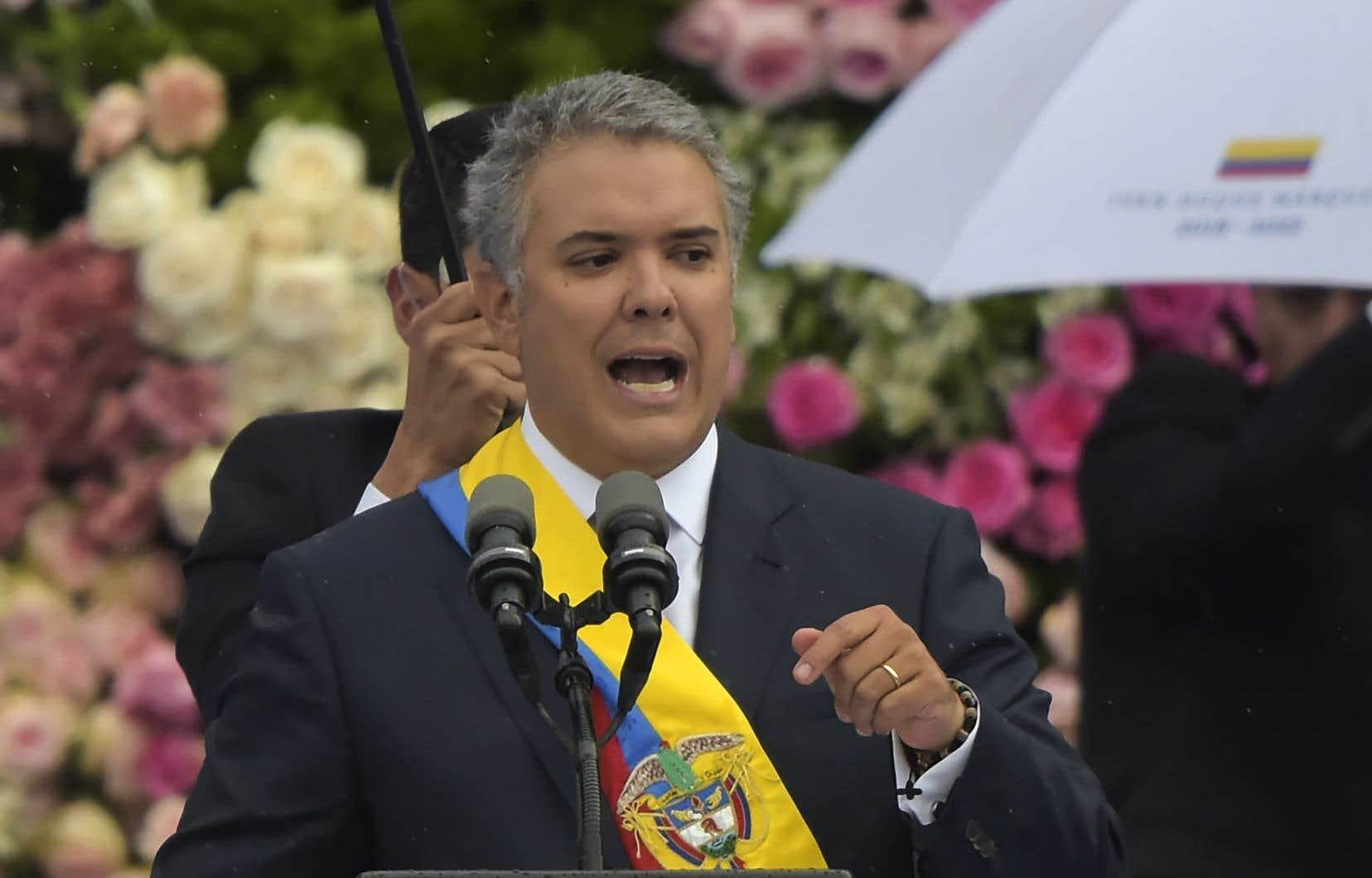 Ivan Duque — un avocat et ex-sénateur de 42ans — succède à l'impopulaire Juan Manuel Santos.