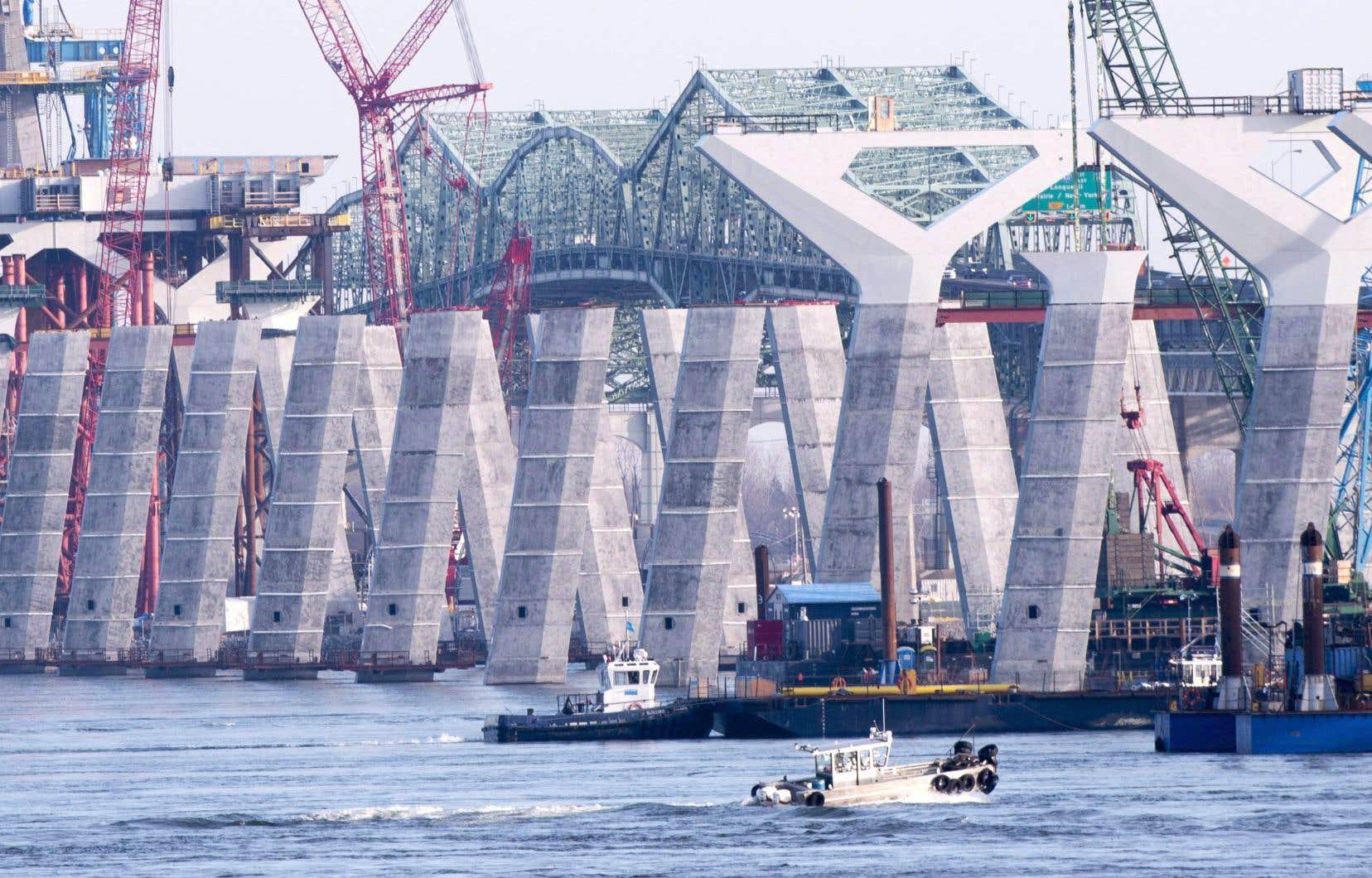 La nouvelle structure enjambant le fleuve Saint-Laurent doit être livrée le 21 décembre prochain.
