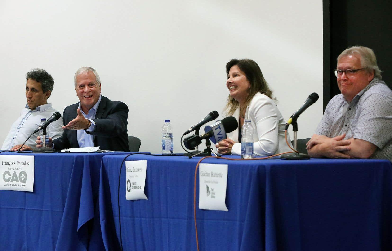 Des représentants des quatre principaux partis ont débattu sur le thème de la santé devant les étudiants en médecine, à l'Université de Montréal.