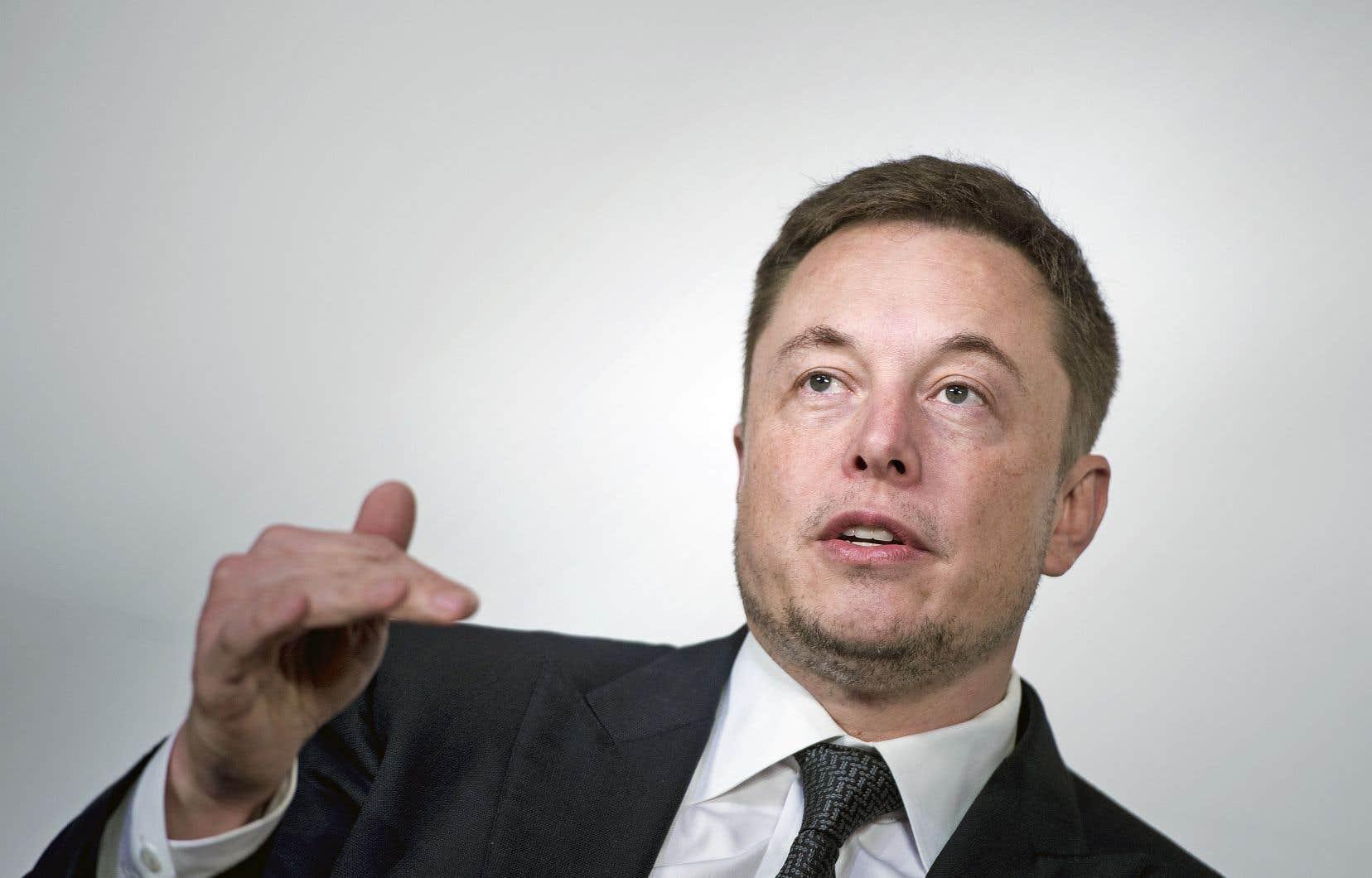 L'entrepreneur sud-africain Elon Musk avait envoyé mardi en cours de séance une salve de messages sur Twitter faisant part de son intention de retirer Tesla de la cote et d'en rester le p.-d.g. quoi qu'il arrive.