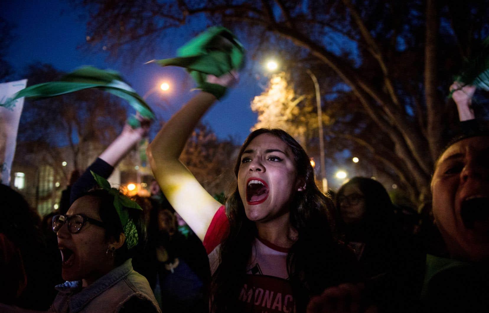 Des milliers de militantes féministes, mobilisées depuis des mois, voire des années, ont accusé le coup à l'annonce des résultats.