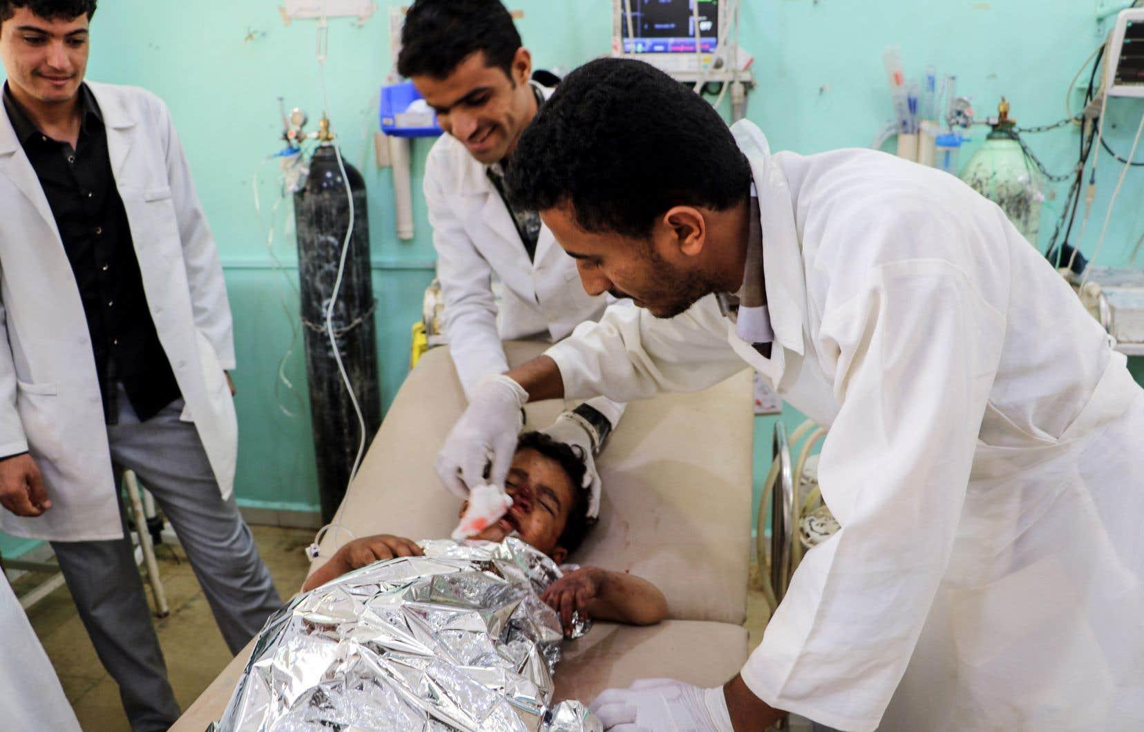 Un hôpital soutenu par la Croix-Rouge «a reçu les corps de 29 enfants âgés de moins de 15 ans et 48 blessés, dont 30 enfants», a indiqué l'organisation internationale sur Twitter.