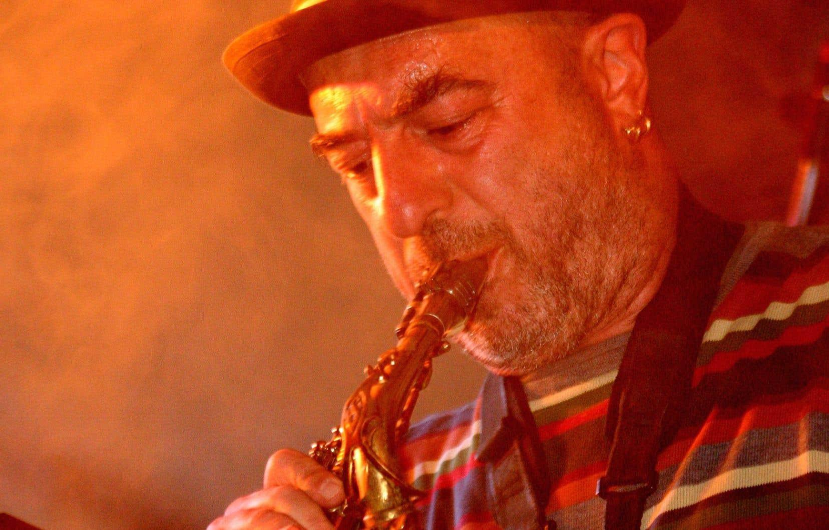 La vie du musicien a été faite de la poésie juive des ghettos d'Ukraine et de Moldavie à la verdeur fiscale de la Suisse, en passant par le culte des kibboutz en Israël et surtout de l'inclination pour l'horreur des généraux argentins.