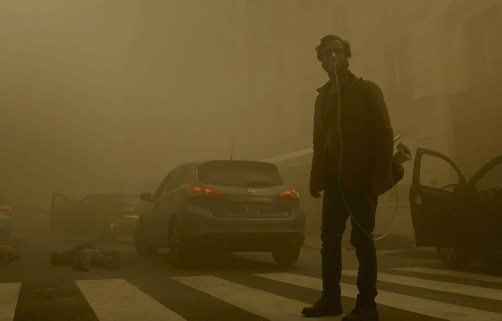 Romain Duris est l'un des survivants de la vapeur mortelle qui se répand à travers Paris dans le film «Dans la brume».