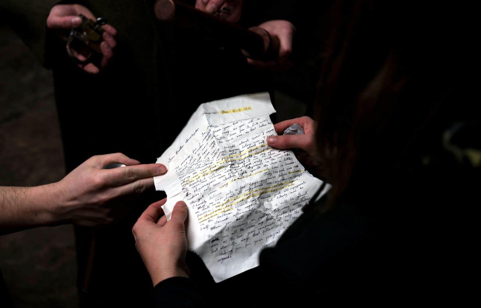 Les amateurs d'histoire seront saisis devant les éléments d'époque inclus dans le jeu d'évasion Prisonniers du Camp S/43, dont la copie d'une réelle lettre d'un détenu.