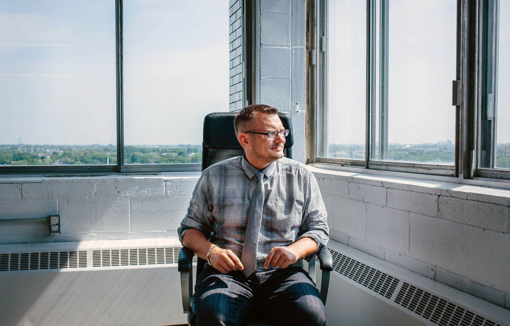 Après 14 années passées dans le domaine des piscines creusées, Sébastien Gagné a entrepris un véritable virage professionnel en devenant programmeur après des études en informatique.