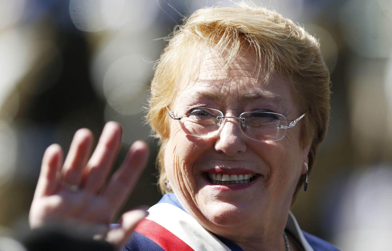Rompant avec le style figé de la classe politique traditionnelle, Michelle Bachelet s'est fortement engagée en faveur de l'amélioration des droits des femmes tout au long de sa carrière politique.