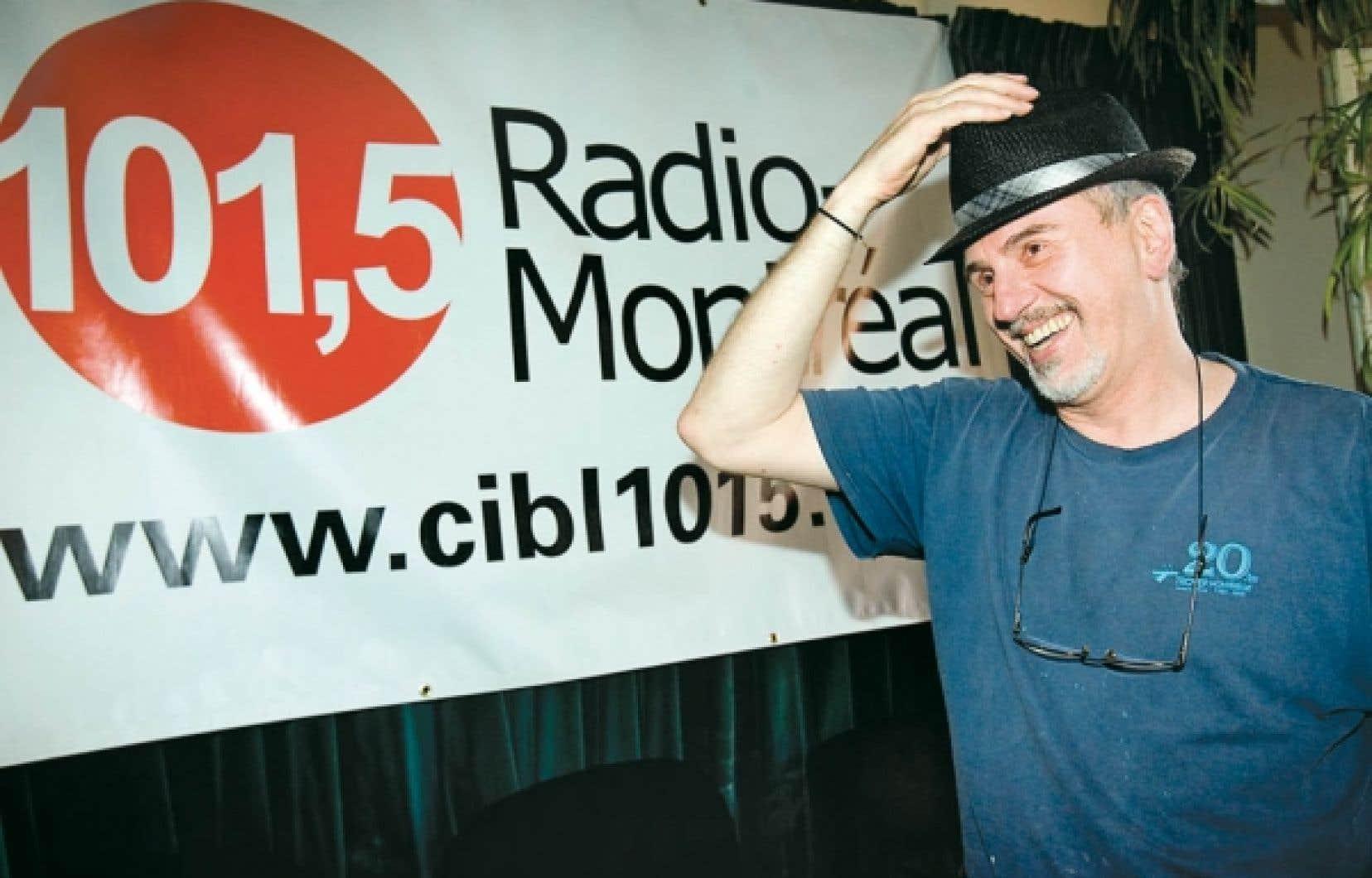 Serge Poirier, un bénévole de longue date de la station communautaire CIBL, qui célèbre ses 30 ans.