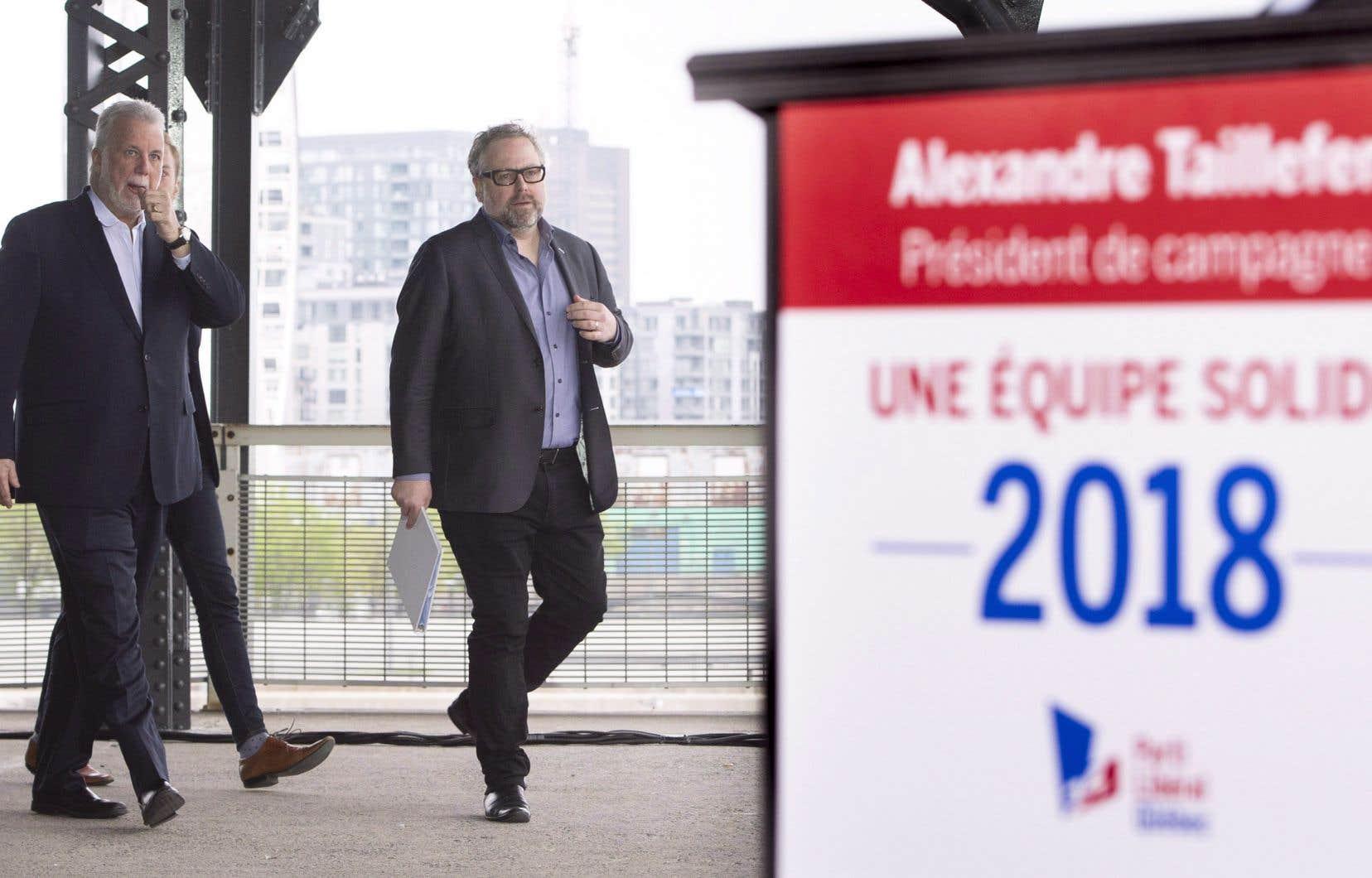 Le premier ministre Philippe Couillard et le président de campagne du Parti libéral du Québec, Alexandre Taillefer