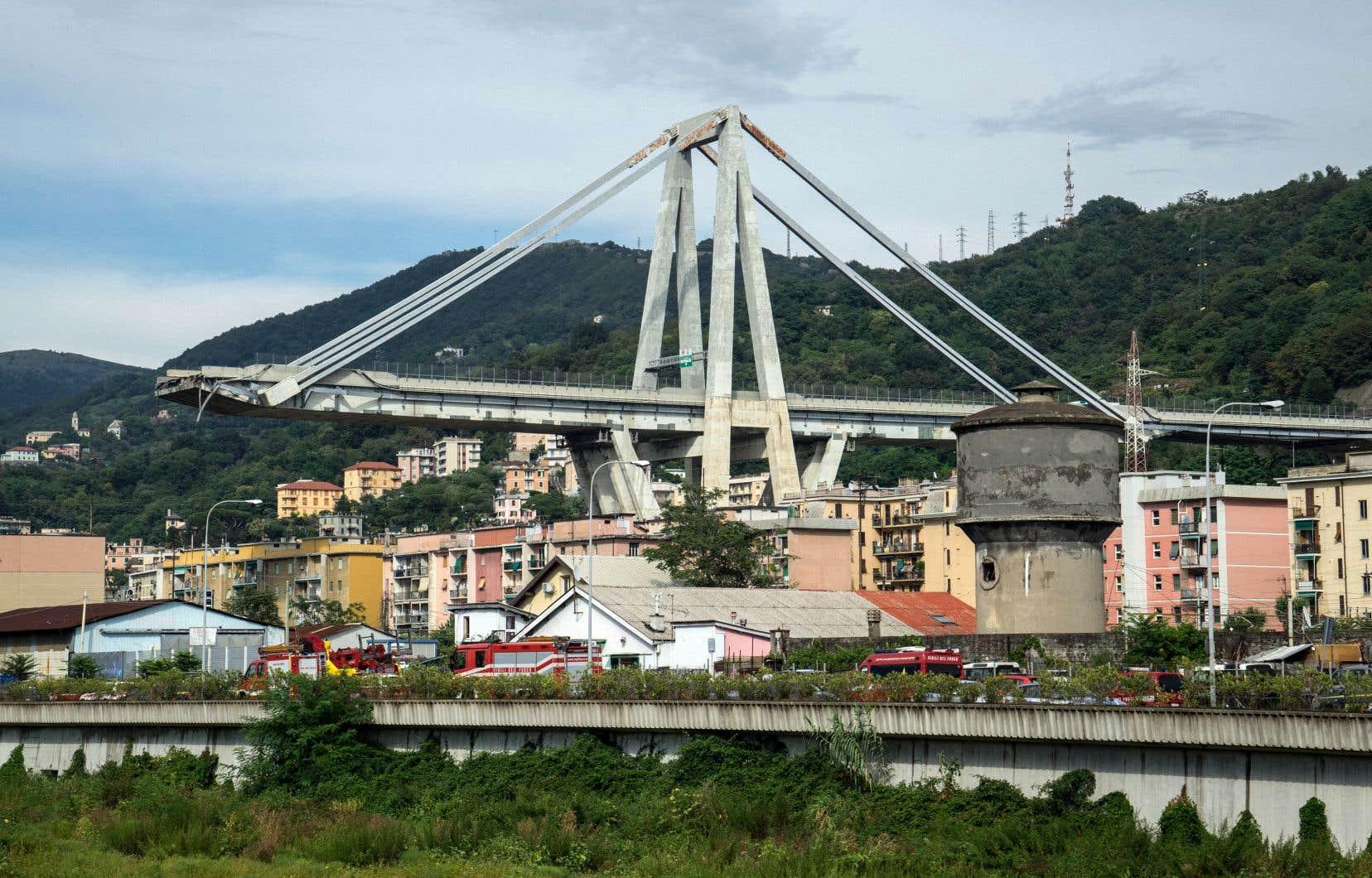 Compte tenu de l'importance de l'axe routier, l'hypothèse d'une démolition du viaduc Morandi avait même été étudiée en 2009. Au moment de l'accident, des travaux de maintenance étaient en cours.