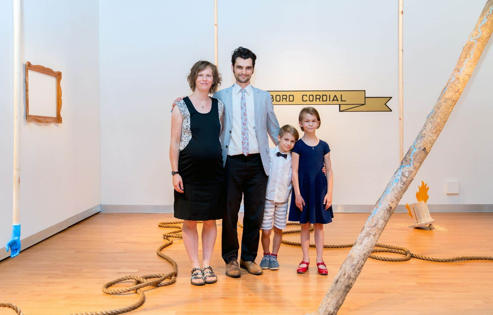 Dans l'installation «D'abord cordial!», le collectif La Famille Plouffe invite à réfléchir à l'histoire des banlieues à travers son histoire plus ancienne.