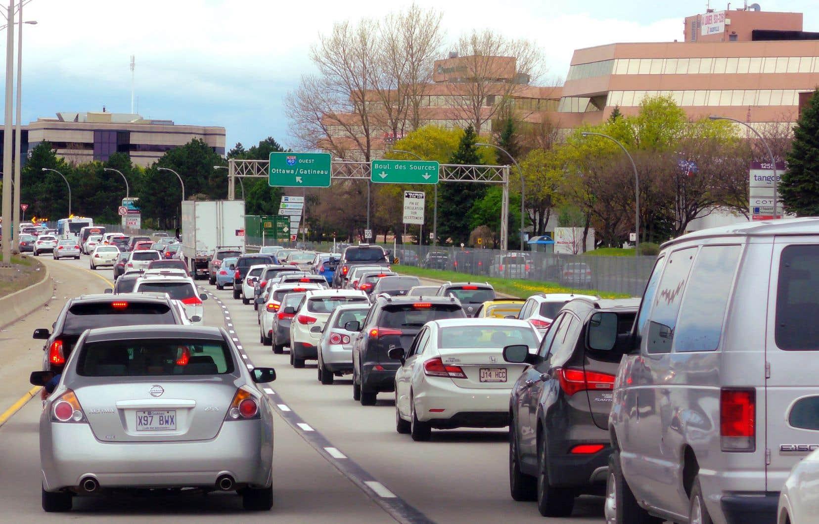 «Le taxi et le covoiturage n'ont certainement pas atteint leur plein potentiel d'efficacité et de services offerts aux citoyens,» affirme l'auteur.