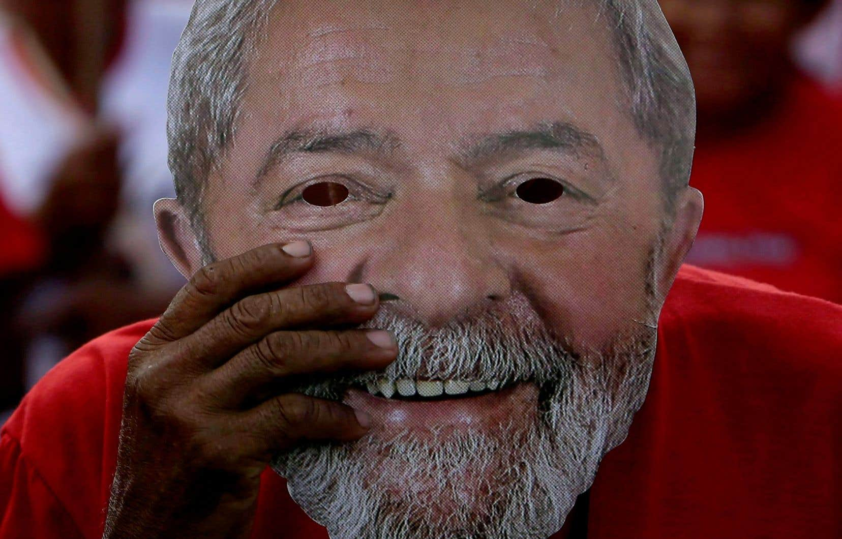 Les partisans de l'ex-président brésilien Lula sont mobilisés depuis plusieurs jours pour réclamer qu'il puisse, malgré son incarcération, se présenter à l'élection présidentielle d'octobre.